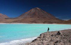 A cor dos lagos do Atacama são impressionantes