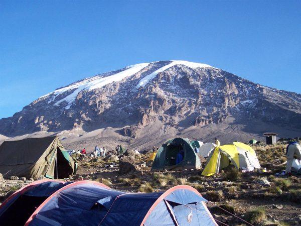 Barracas no acampamento base do Kilimanjaro