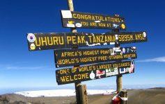 Placa no Kilimanjaro