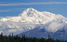 O Monte McKinley, no Parque Nacional Denali, é um dos 7 Cumes mais altos do mundo