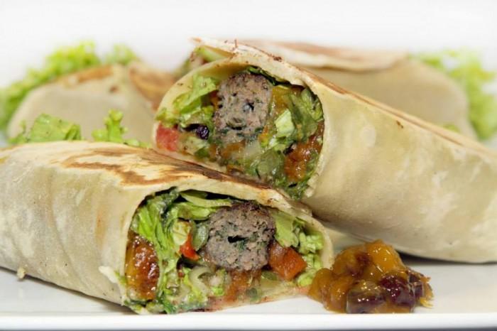 Kebab de Kafta de Carne de Sol com chutney de manga - Árabe da Pipa Kebaberia - 1lugar Lanches