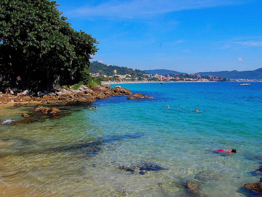 As 26 praias paradisíacas de Bombinhas - SC