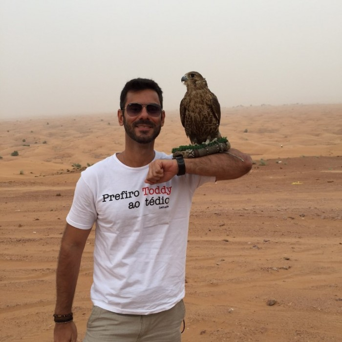 Deserto Rub Al-Khali com falcão