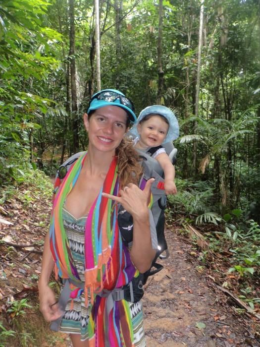 Curtindo a trilha com a mamãe!