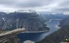 A famosa trilha da Trolltunga na Noruega