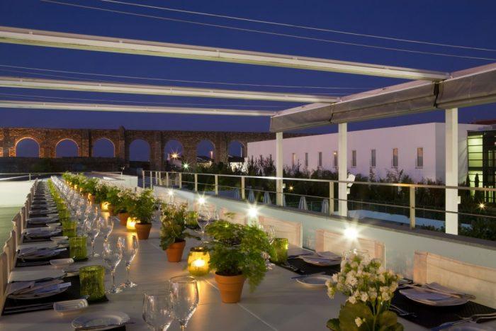 Aqueduto e Bar no Terraco durante a noite no MAR DE AR