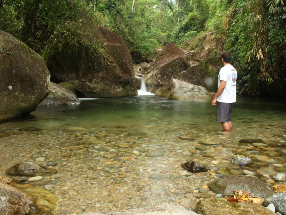 Trilhas e cachoeiras na Serrinha do Alambari, em Resende