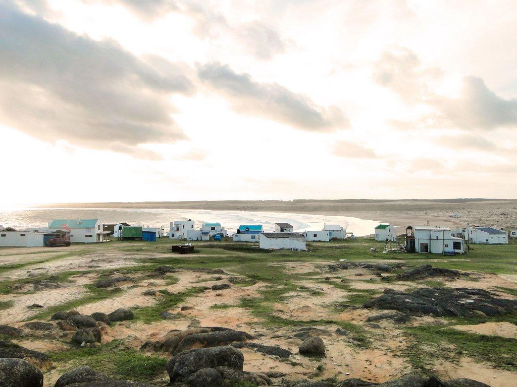 Vila com a Playa Sur ao fundo