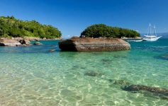 As praias estão entre os passeios imperdíveis em Ubatuba