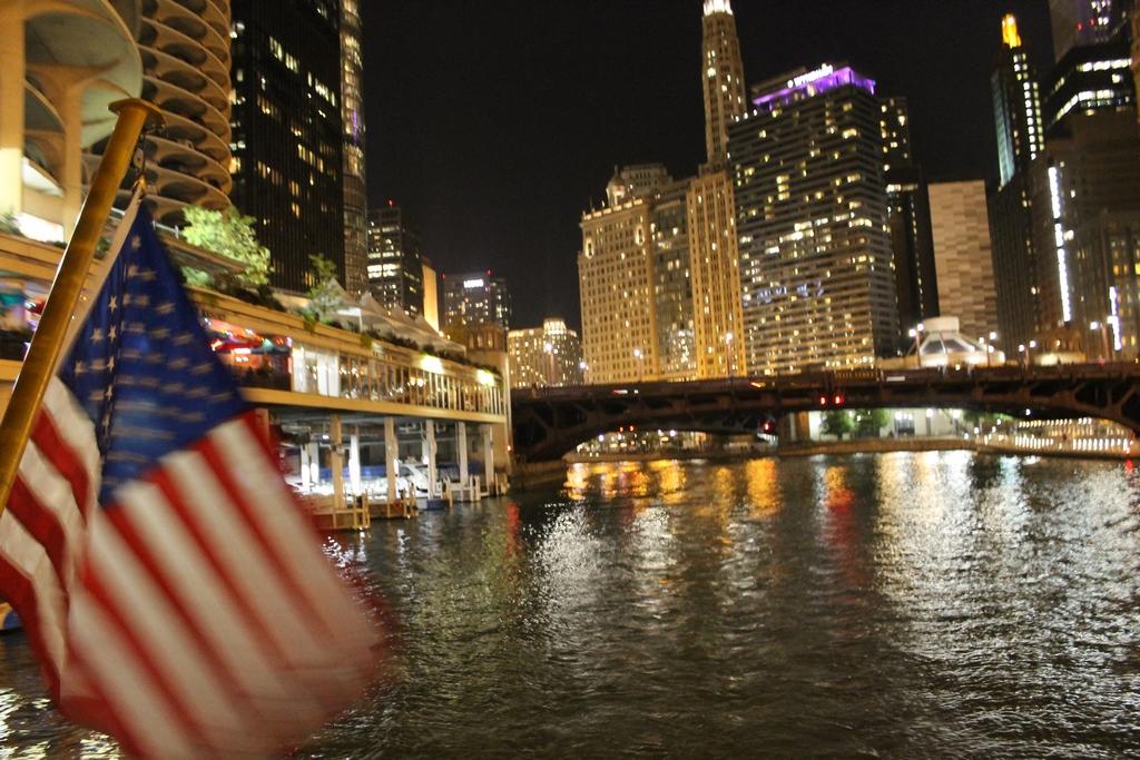 Chicago - Passeio noturno pelos canais do Lake Michigan
