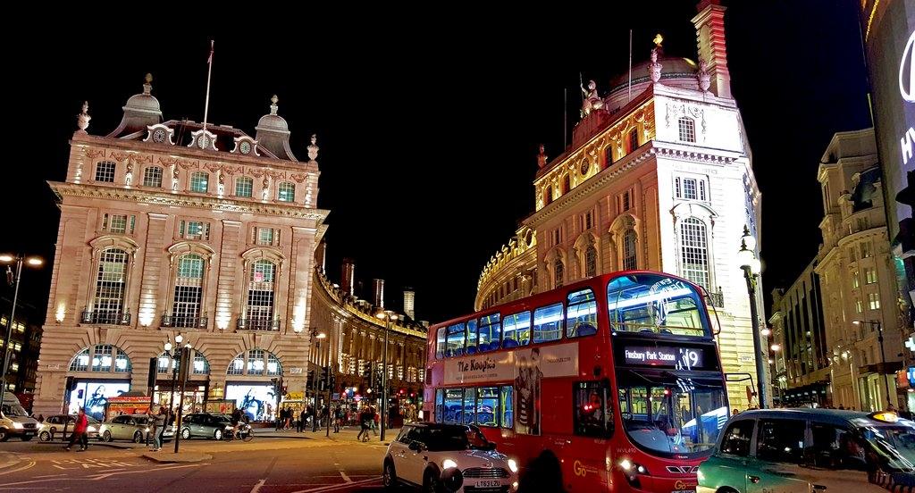 O movimento da Piccadilly Circus às 22:00h