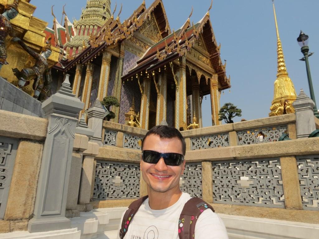 No Gran Palace, o sorriso disfarçava o cansaço e a dor de cabeça, efeitos do jetlag.