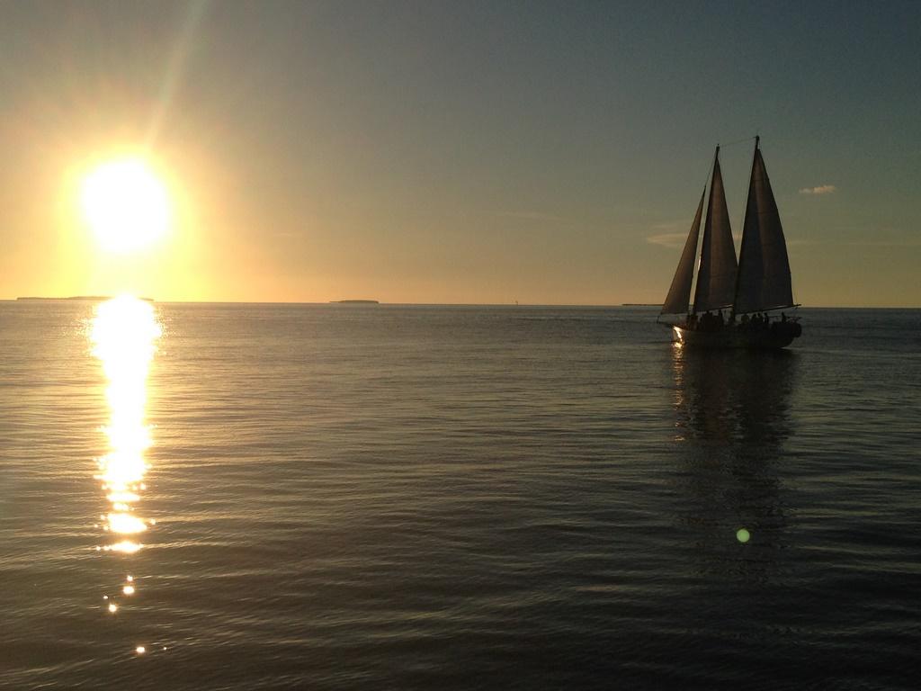 Pôr-do-sol visto do pier do Latitudes Restaurant em Key West