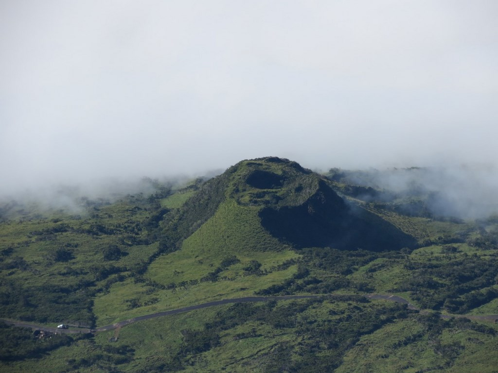 Uma das muitas crateras do vulcão