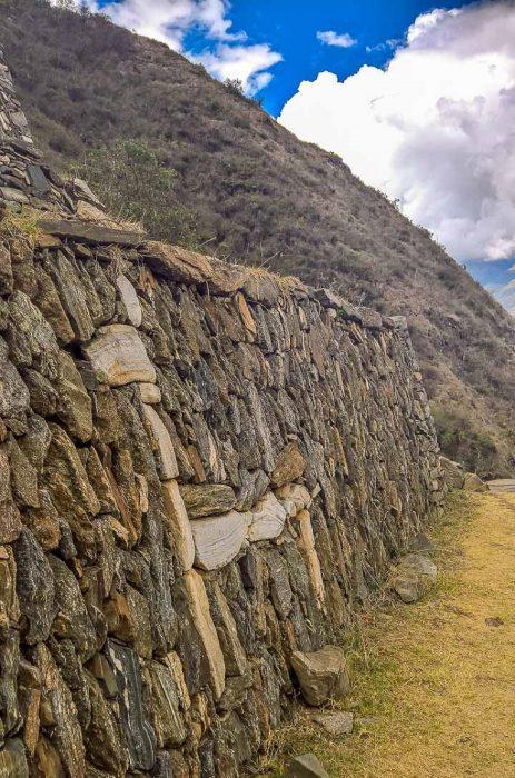 Detalhe das lhamas de pedras