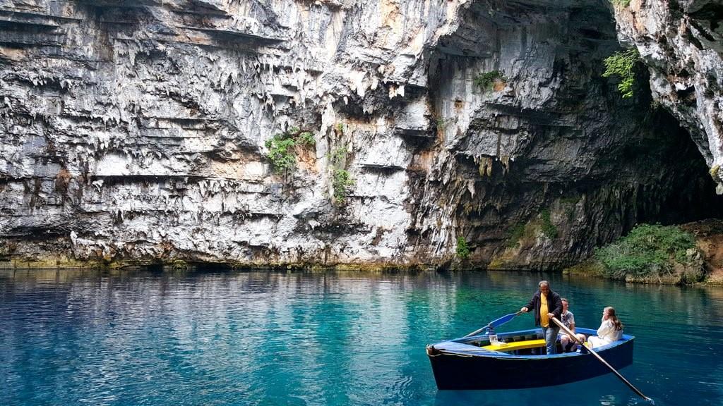 Passeio pela Caverna Melissani, tão lindo e tão cheio de mistérios