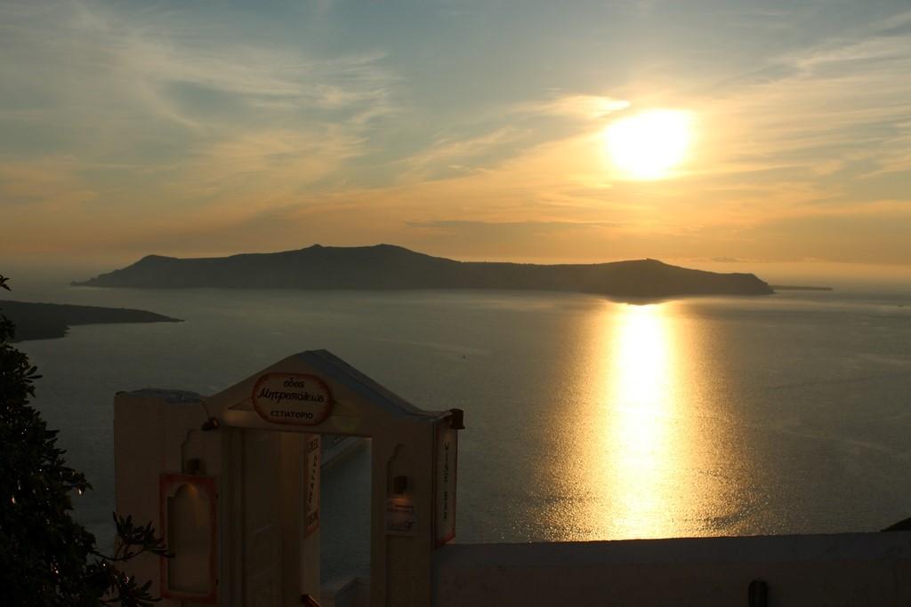 Pôr do sol em Fira