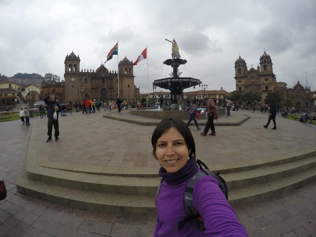 Plaza de Armas de Cusco com a Catedral e a Companhia de Jesus ao fundo
