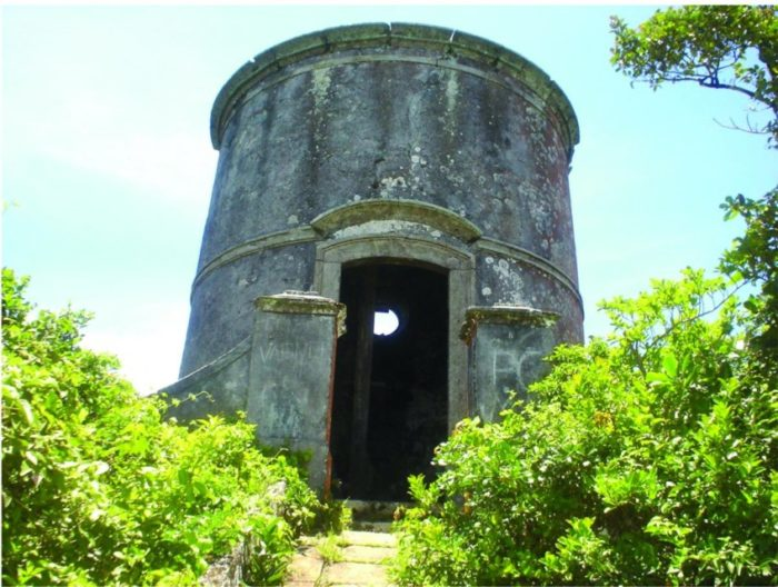 Ruínas do Farol Velho da Ilha do Cabo Frio em Arraial do Cabo - RJ