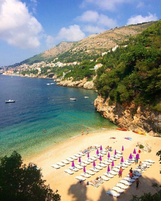 Praia de Sveti Jakov em Dubrovnik, na Croácia