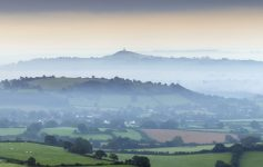 As Brumas de Avalon - Glastonbury Tor - Inglaterra